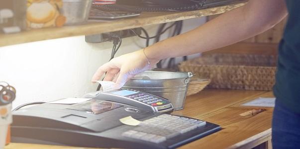 Kötelező-e a pénztárgépet évente felülvizsgáltatni?