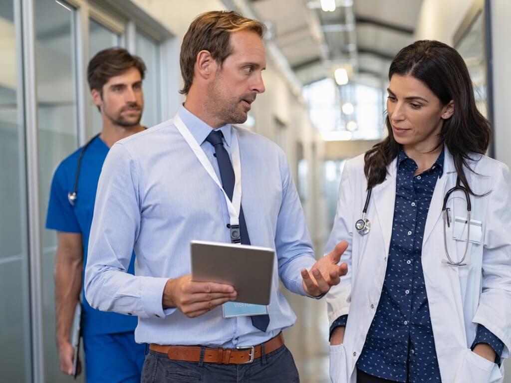 Eltolódott az orvosok jogviszonyváltása