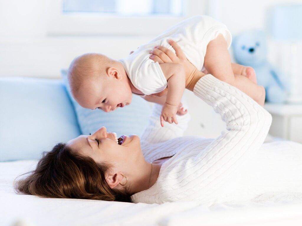 Emelkedik a csecsemőgondozási díj összege